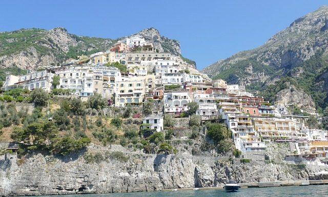 הארץ המבורכת – קמפניה, איטליה